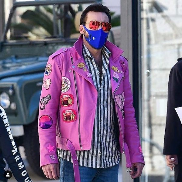 """Fotos de Nicolas Cage luciendo una llamativa chupa rosa durante el rodaje de su nueva película """"The Unbearable Weight of Massive Talent"""", en Dubrovnik, Croacia..."""