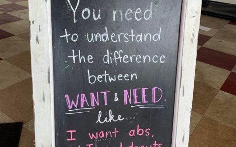 Necesitas entender la diferencia entre QUERER y NECESITAR. Por ejemplo: QUIERO tener abdominales, pero NECESITO donuts
