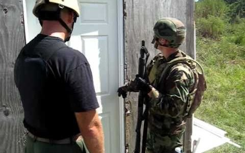 Formas de abrir puertas con una escopeta