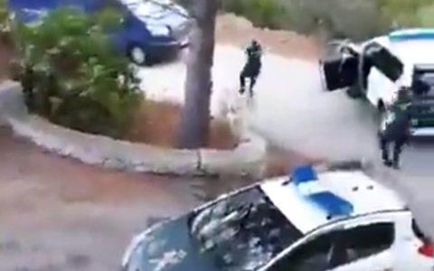 Emboscada demigrante de la Guardia Civil a un notas que conducía una furgoneta