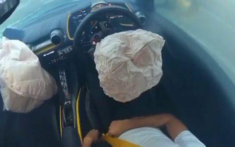 Pierde el control de su Ferrari 812 Superfast y no se lleva a un ciclista por delante de milagro