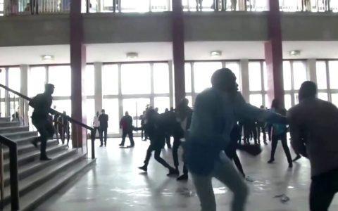 A sillazos en el parlamento del Congo