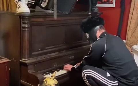 La cover rusa perfecta para Korobéiniki, más conocida por ser la canción del Tetris.