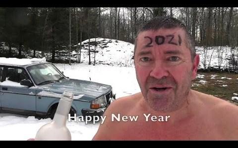 Como cada fin de año, no podía faltar el vídeo de Apetor interactuando con el hielo bajo los efectos del alcohol