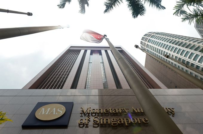 Singapore Warns Eight Cryptocurrency Exchanges, MAS Halts Single Initial Coin Offering