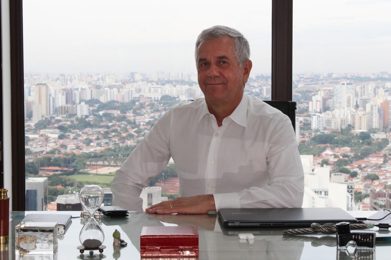 """""""Nossos clientes não sabem se PIX é pra encher pneu ou passar no pão"""", diz CEO da Surf Fintech e Telecom"""