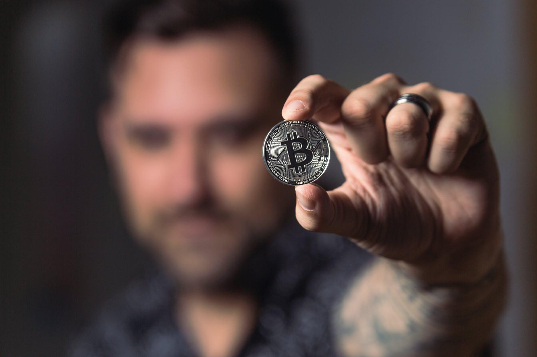 Cotação do Bitcoin bate novo recorde histórico; máxima do dia passou de R$ 119 mil