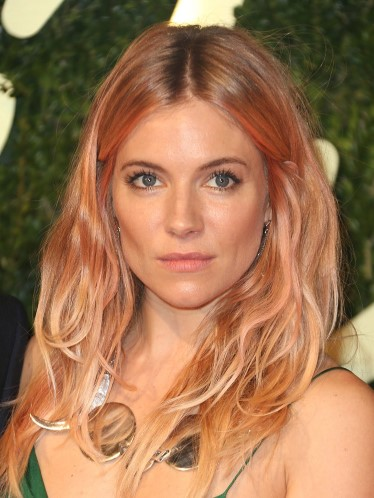 Sienna-Miller-strawberry-hair