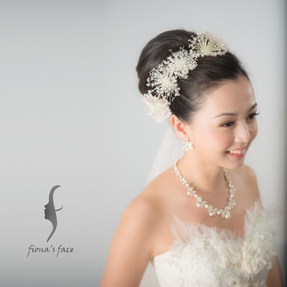 Pure ~ Audrey Hepburn style big hair bun with All back front hair~ Match with tiny flowers is one of the best choices 永不過時的高聳包頭髮髻 簡潔高貴, 可配襯小花