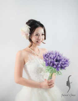 Classic Hair Updo with center-parted front hair A sweet & young style for bride-to-be with medium length hair~ 簡潔分界劉海耐看造型 中度頭髮長度也沒問題 造型全是模特兒自己的頭髮啊~