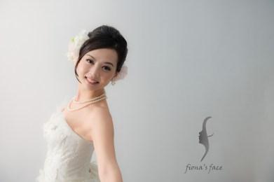 Classic Bridal Hair Updo A good style for girl with medium length hair~ 另一乾淨俐落簡潔高貴耐看造型 中度頭髮長度也沒問題 造型全是模特兒自己的頭髮啊~
