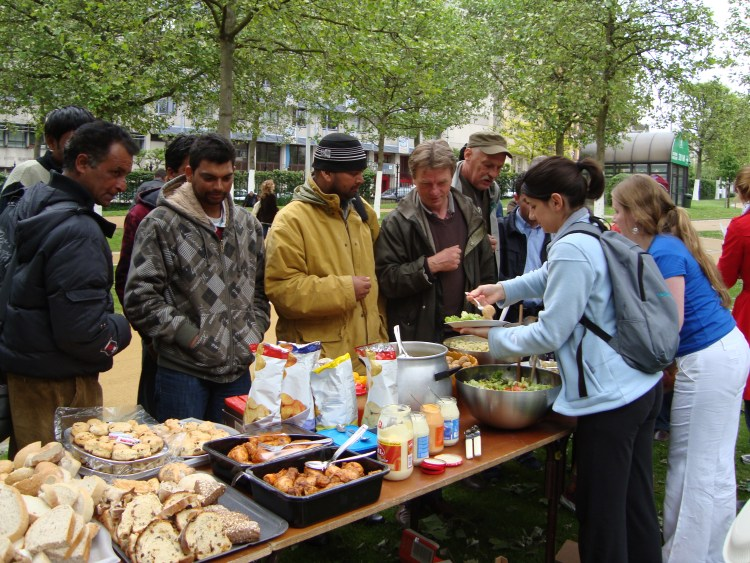 Serve the City Brussels May 2009 Picnic with the Homeless