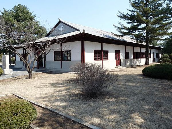 640px-NorthKoreaPeaceMuseum2012.jpg