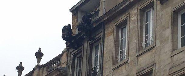 Bordeaux : un homme retranché chez lui, impressionnante intervention du Raid