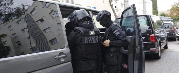 Un jeune homme menace de sauter du 7e étage à Nice, le RAID intervient sur la Promenade des Anglais
