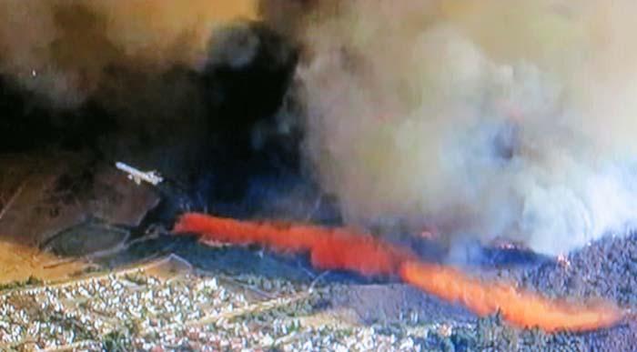 DC-10 finishing drop on Falls Fire