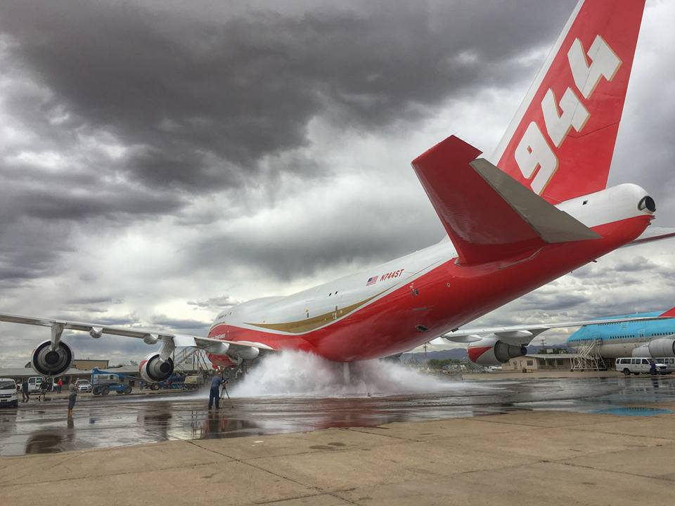 Ground test for the 747 Supertanker