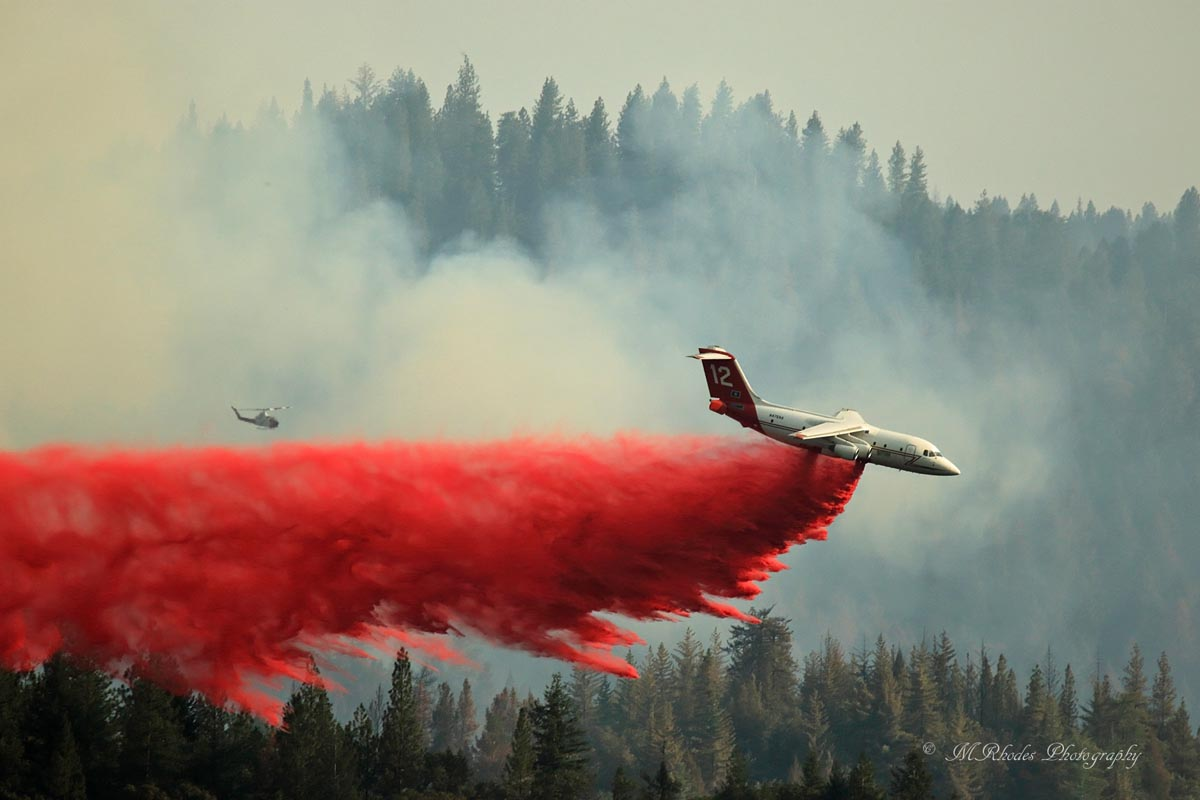 Air tankers on the Trailhead Fire