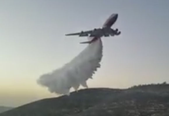 747 Supertanker drops on a fire in Israel