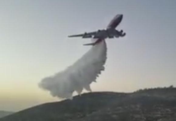 747 Supertanker drops on a fire in Israel