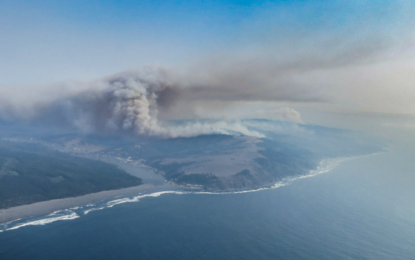 747 SuperTanker protects a village and later 5 firefighters