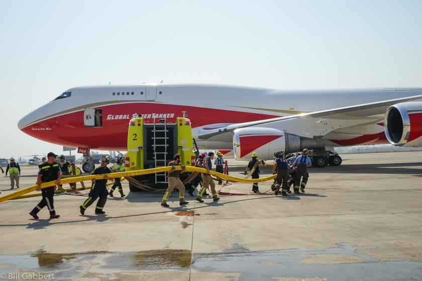 Deploying hose to refill the 747