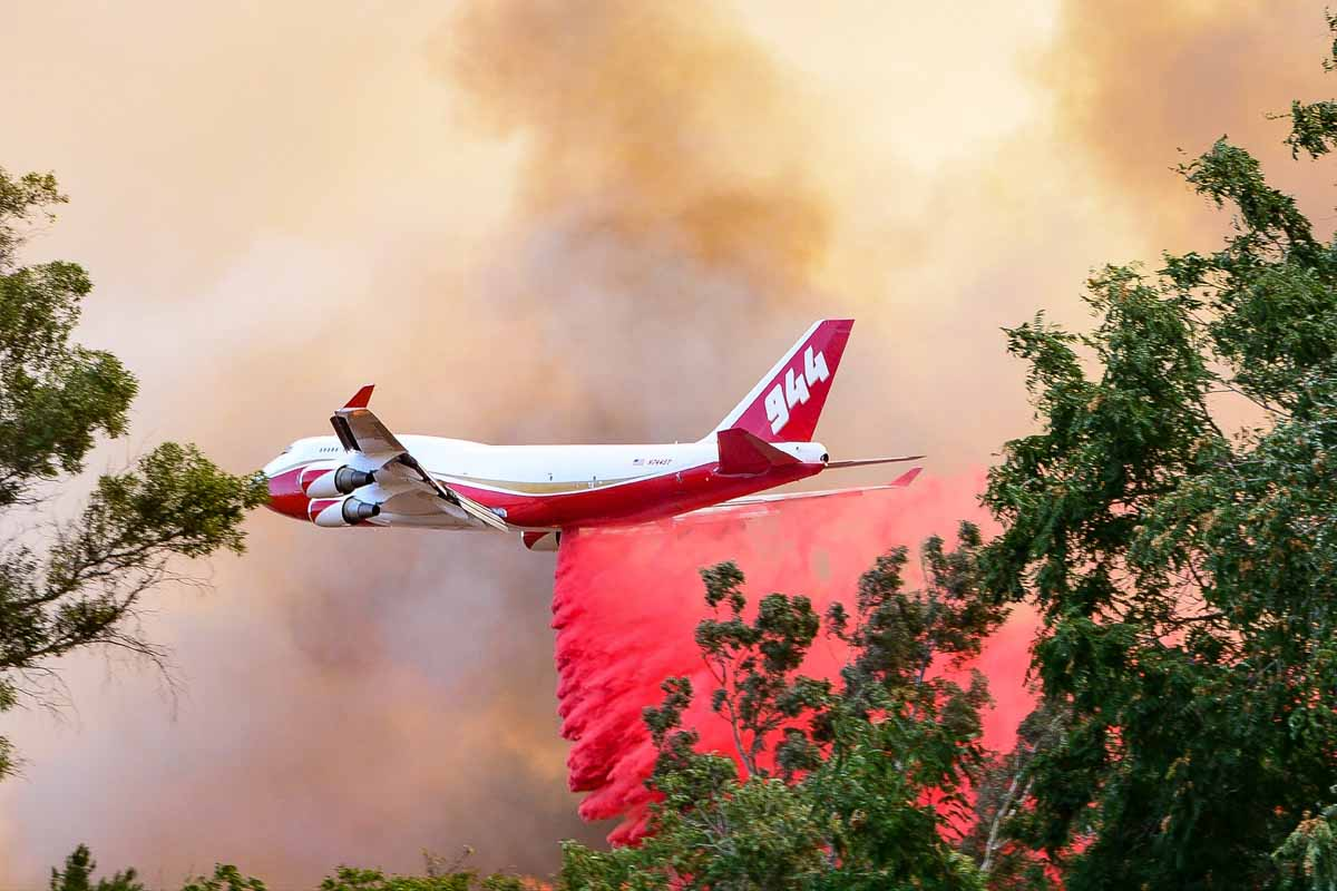 747 assists firefighters on the Palmer Fire