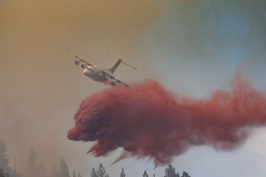 Firefighting aircraft on the Green Top Mountain Fire