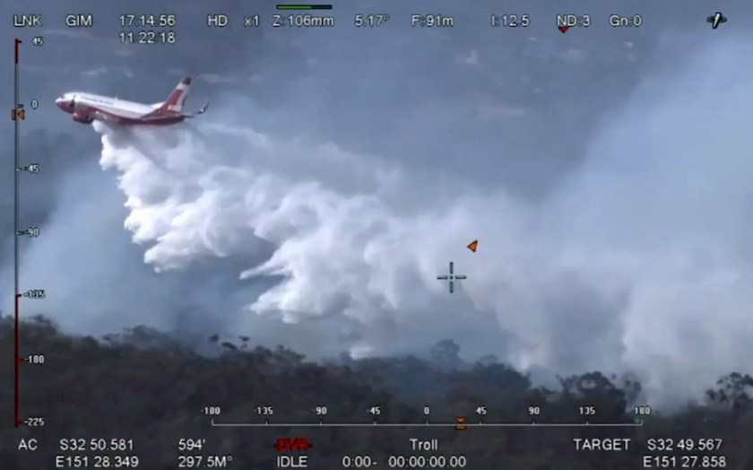 tanker 137 Boeing 737 drop first wildfire bushfire