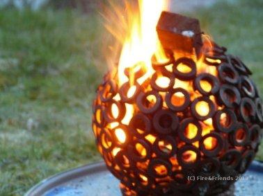Feuerkugel in Flammen