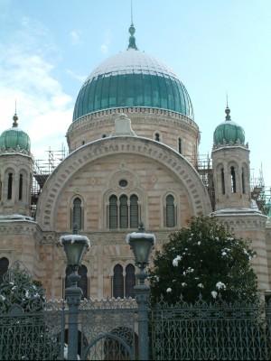 Il Tempio ebraico sillumina cambia lo skyline fiorentino