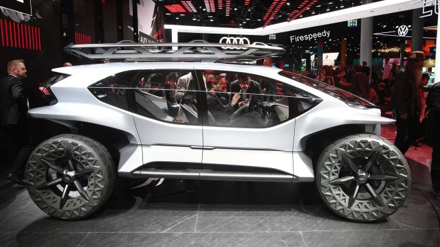 Audi AI Trail | Flying Car 2020, Audi Car with 5 drones
