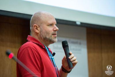 Remkus de Vries speaking at WordCamp Bucharest 2017