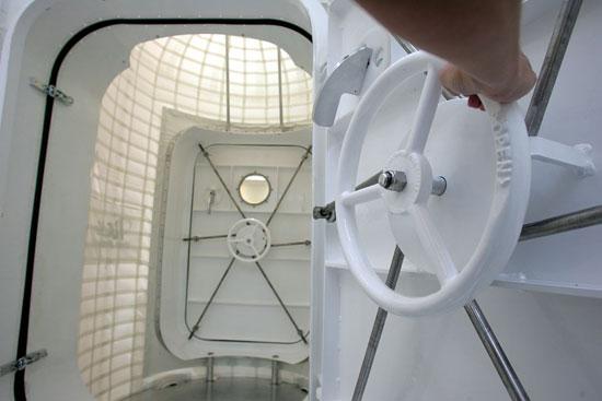 AirlockDoor