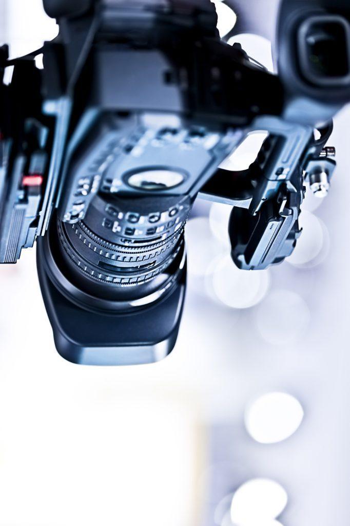 Audios y Videos |