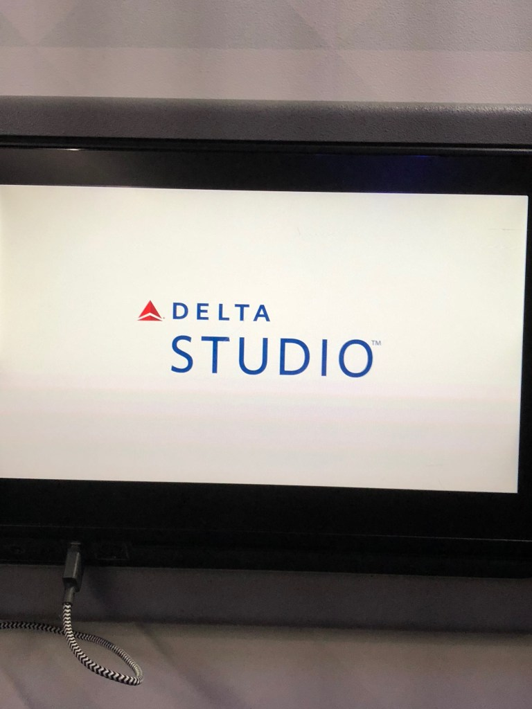 Delta Airlines Detroit Minneapolis Christmas Experience