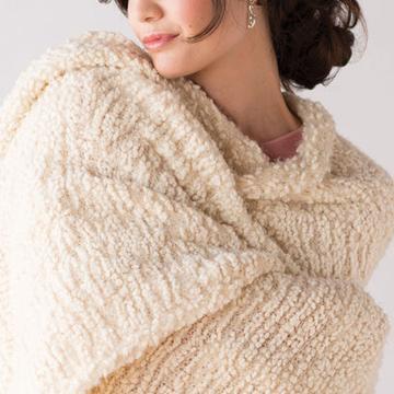 large_3895_Dem_giving_shawl