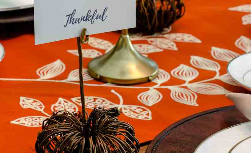 DIY pumpkin place card holder on Thanksgiving table