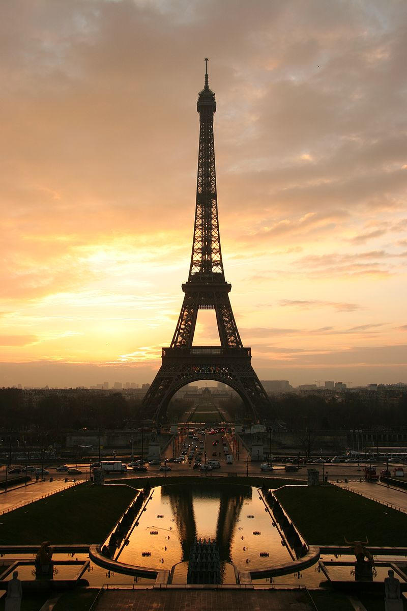 Tour_eiffel_at_sunrise_from_the_trocadero