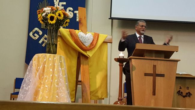 Bishop Ivan Abrahams preaching Gods message
