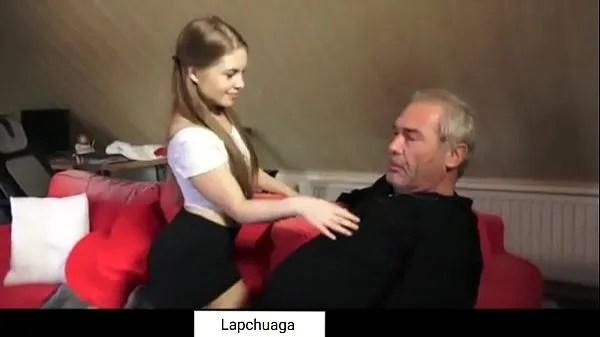 Abuelo con nieta exitada