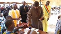 Minister of Decentralization, Malick Alhousseini, pays taxes to Ouelessebougou and affirms his commitment to serve the people of Mali