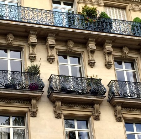 Paris bldg balc 3