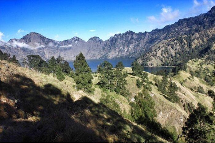 Danau Segara Anak di Gunung Rinjani, sumber ig cyntiya_