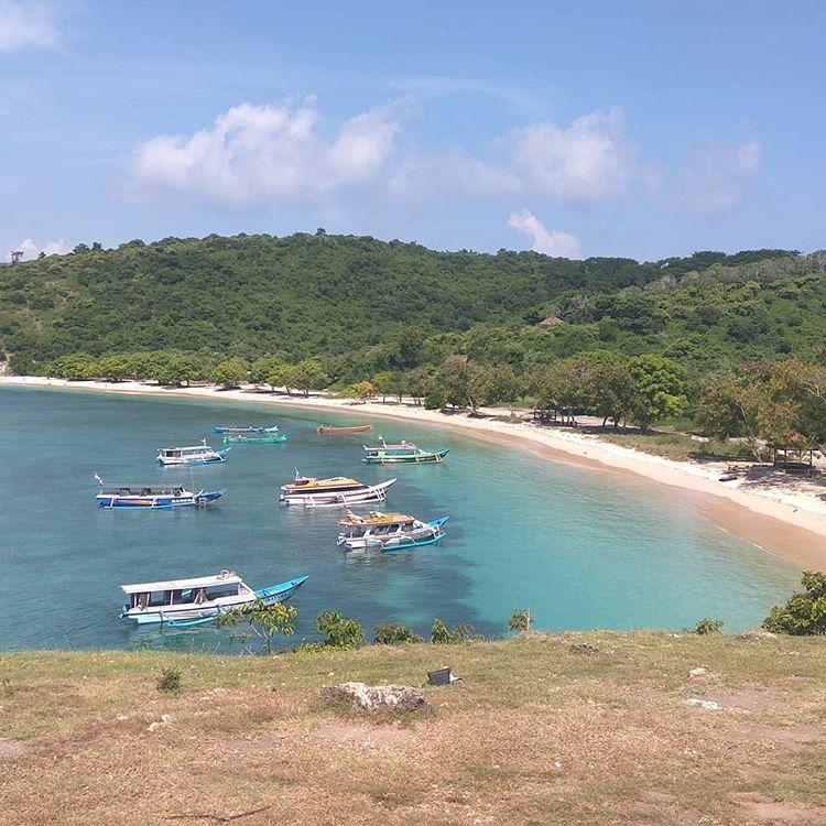 Penampakan kapal di pantai tangsi Lombok, sumber ig armujo
