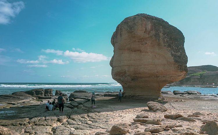 Pantai Batu Payung Lombok, Tempat Wisata Yang Menyimpan Banyak Keunikan