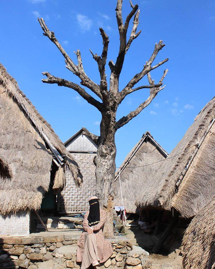 Desa Sade, sumber ig dewykyana
