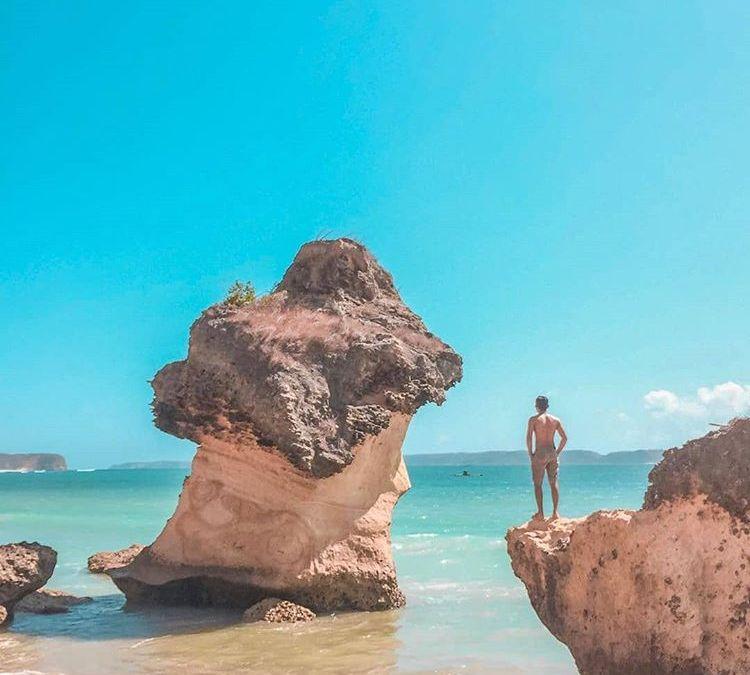 Panorama Indah Pantai Ekas Yang Patut Anda Saksikan