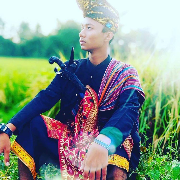 Pakaian Adat Pria Sasak, sumber ig zhoirill_m