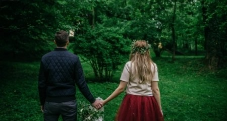 couple-walking-in-woods